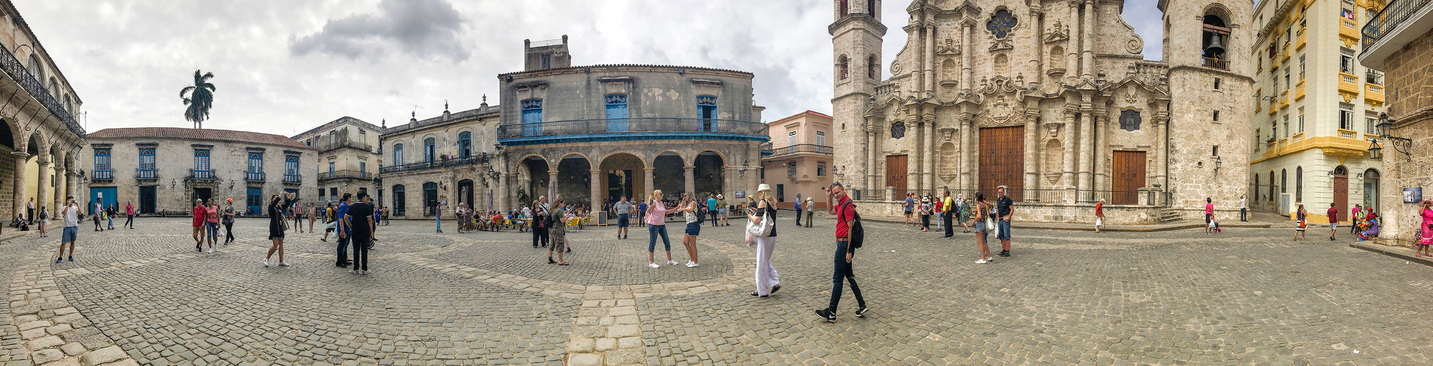 Panoramic of Plaza de la Catedral in Havana