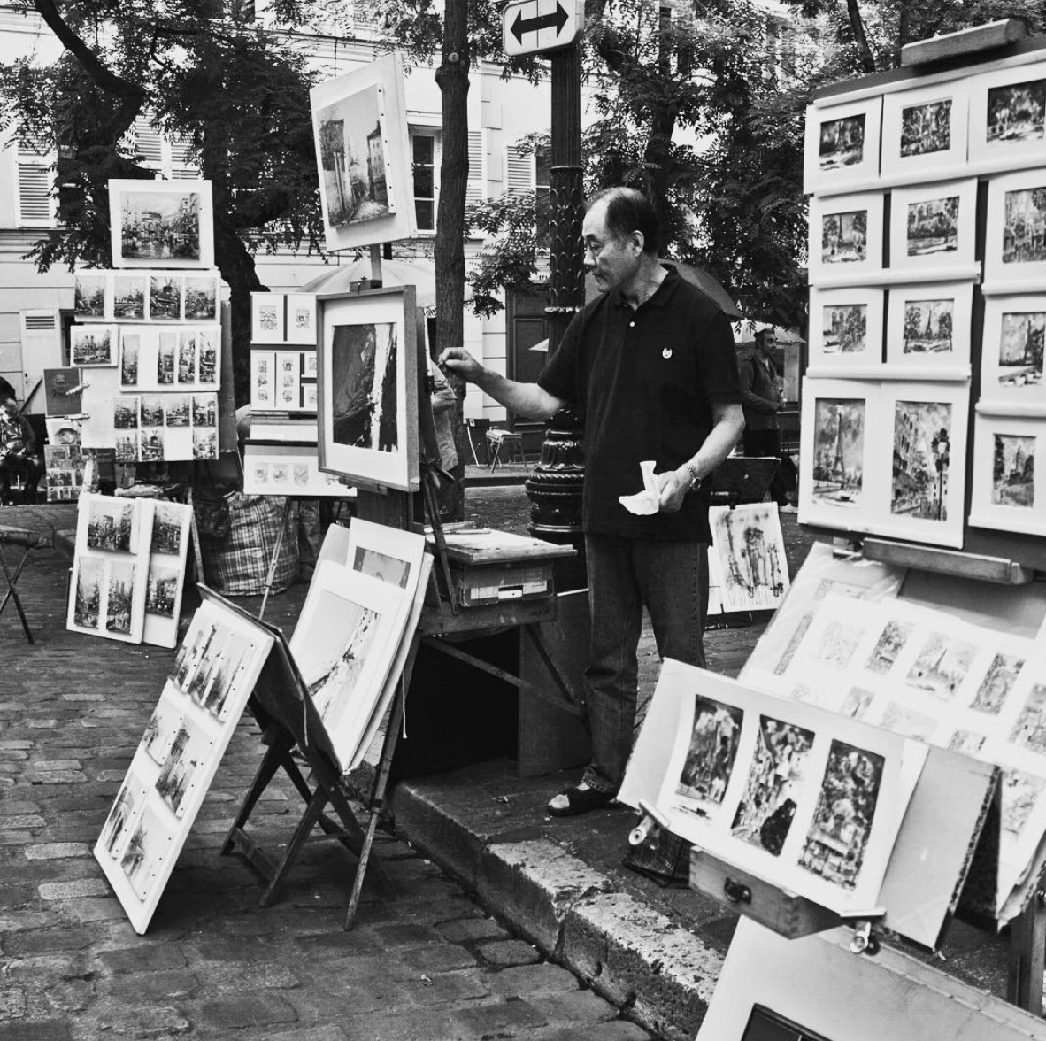 Artist on the streets of montmartre in Paris, France