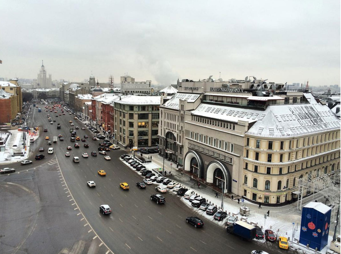 Picture of a busy avenue in Moscow, Russia