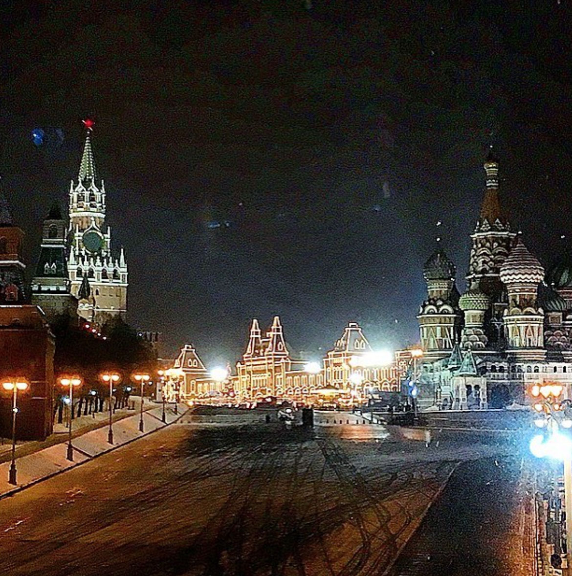 Picture of the Red Square in Russia at night