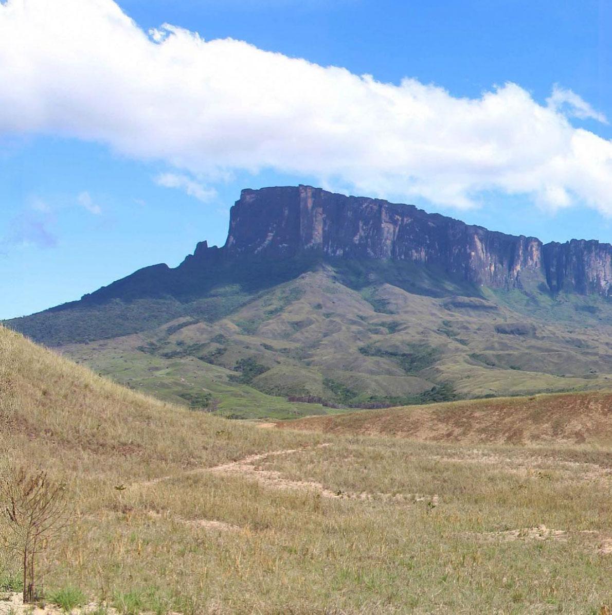 Roraima and Kukenan tepuy, Canaima, Venezuela