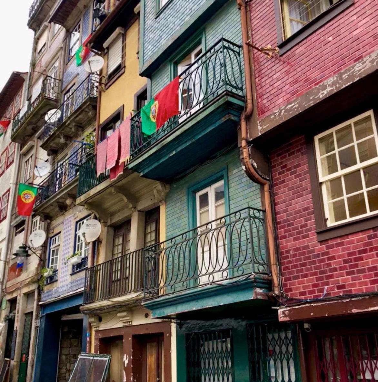 Pintoresque buildings in Porto, Portugal