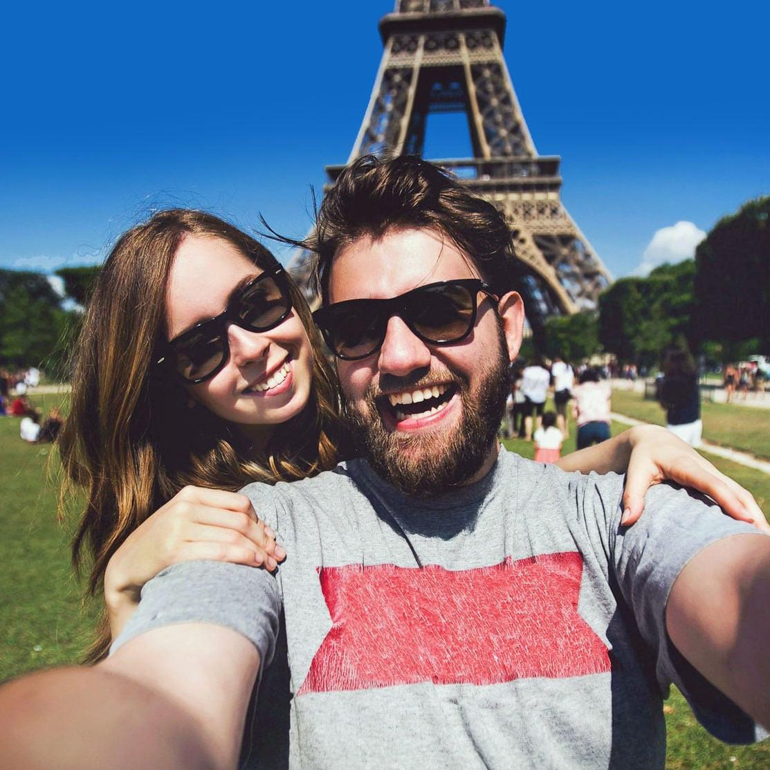 selfie eiffel tower wanderlust