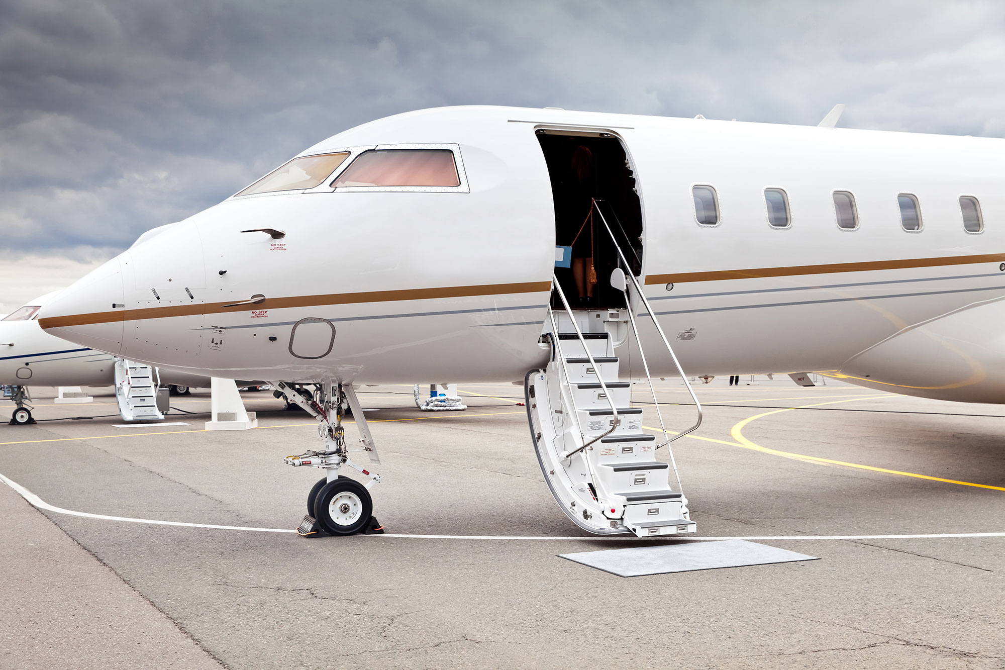 The Differences Between Flying First Class and Flying Private Jets